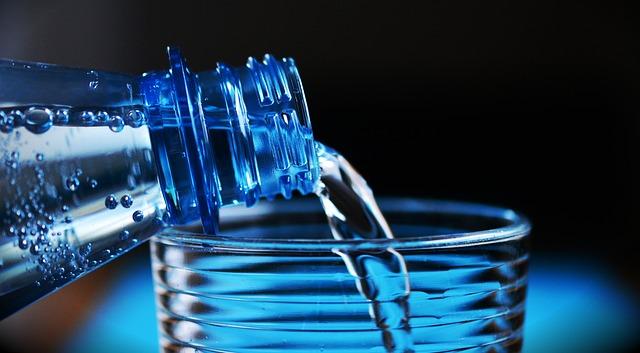 czy woda ma kalorie